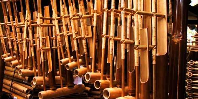 Simbol, Sejarah, Ciri Ciri, Fungsi, Contoh, Jenis Jenis, Dan Pengertian Musik Tradisional Menurut Para Ahli