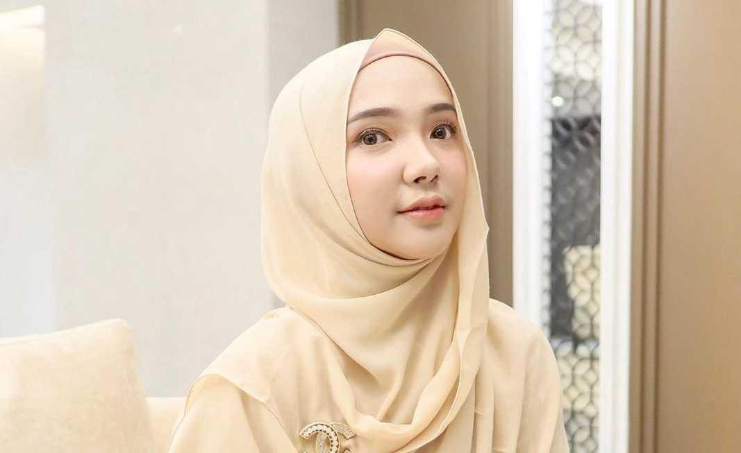 4 Langkah Mudah Memakai Hijab Pashmina untuk Pesta yang Cantik