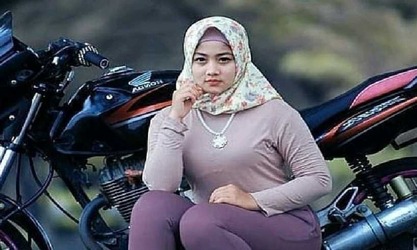 Cara Memakai Hijab Pashmina Rajut Untuk Kondangan
