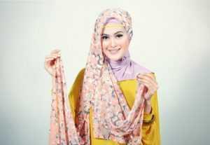 Cara Mudah Memakai Hijab Pashmina Sifon Agar Tampil Cantik