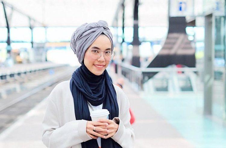 Cara Mudah Memakai Hijab Pashmina Turban Sederhana yang Imut