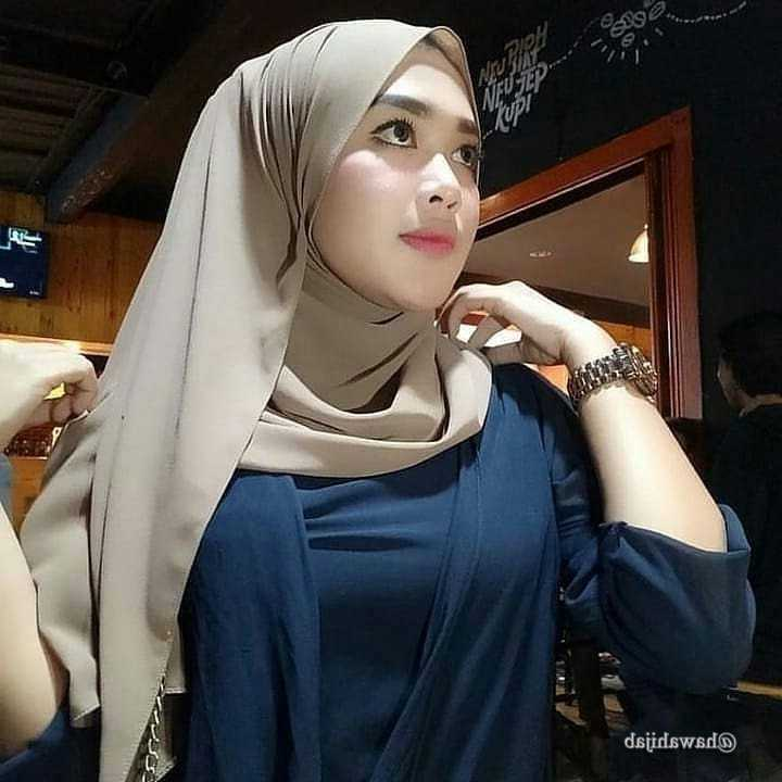 Insipirasi Busana Muslim Trendy Untuk Acara Pesta