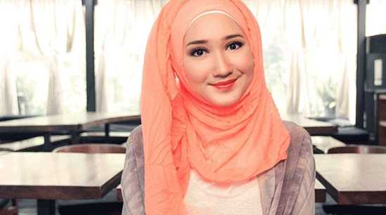Ladies, Ini Tips Memakai Hijab Pashmina Kaos Hanya 1 Menit