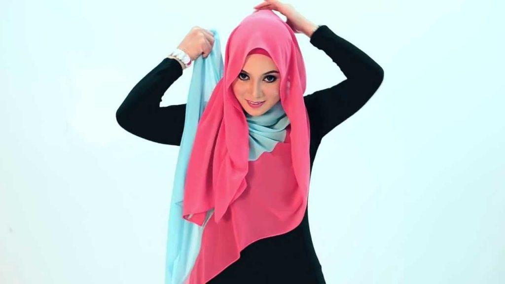 Tips memakai jilbab pashmina chiffon pelangi