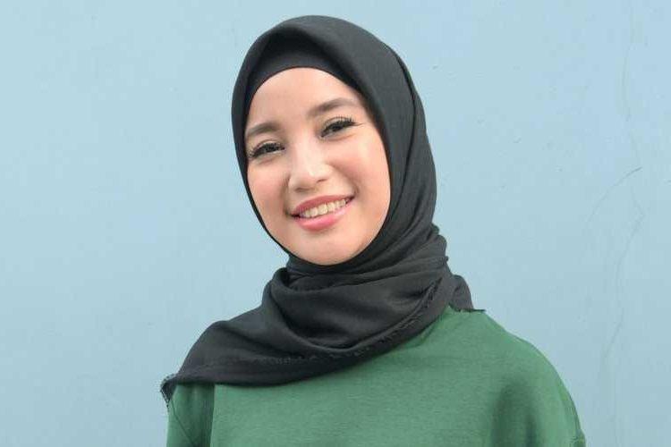Tips tutorial hijab segitiga untuk muka tembem