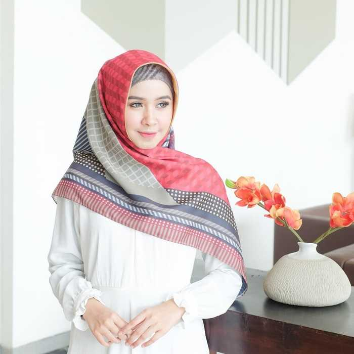 Trik Memakai Hijab Segi Empat Modern Terbaru