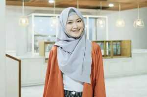 Kumpulan Trik Mengenakan Hijab Pashmina Yang Simpel