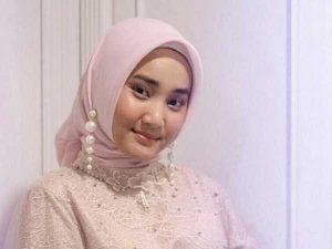 Tutorial Memakai Hijab Segitiga Ala Fatin Shidqia Lubis