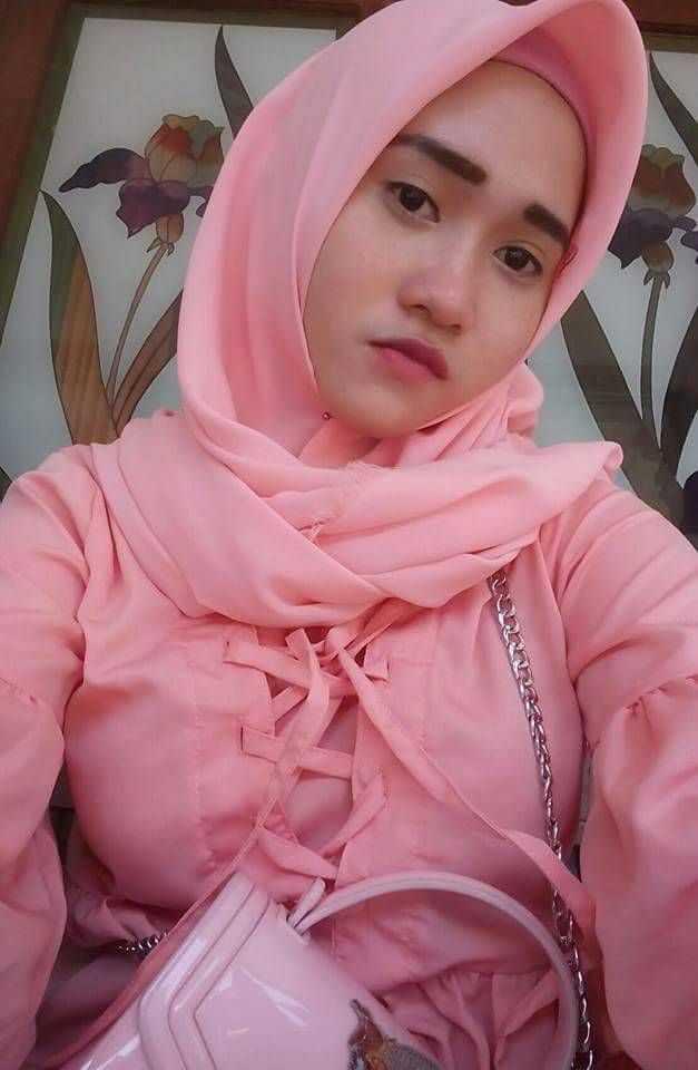 Trik Menggunakan Hijab Cantik Untuk Wajah Chubby dan Hidung Pesek