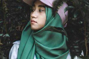 Cara Memakai Jilbab Pashmina Modern dengan Mudah