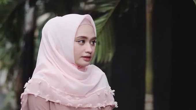 Perpaduan Warna Ciput dan Hijab