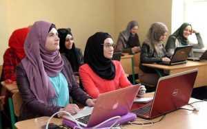 Tips dan Trik Memilih Busana Muslim Buat Wanita Karir