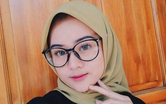 Trik Padu Padan Model Hijab Untuk Pengguna Kacamata