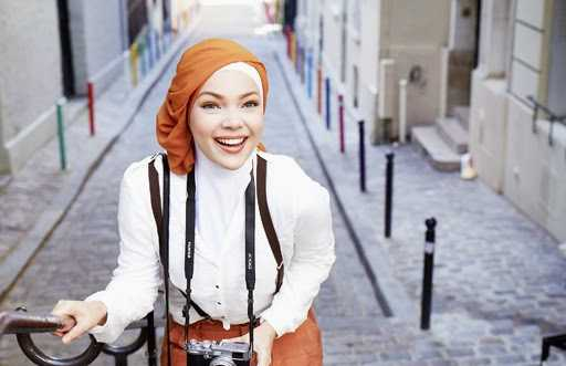Tutorial Hijab Ala Dewi Sandra